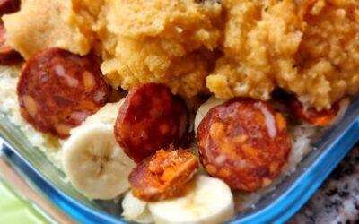 Zuurkoolschotel met banaan en chorizo