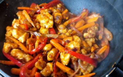 zoet en spicy knapperige roerbak kip